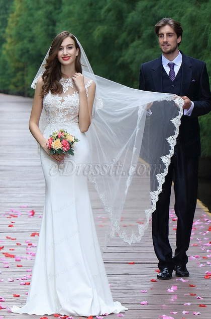 Sleeveless White Lace Appliques Bridal Gown