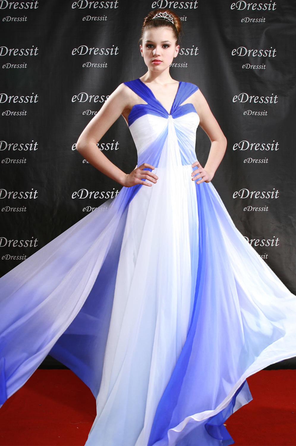 eDressit V-Cut Breath Taking Gradient Halter Evening Dress (00096156)