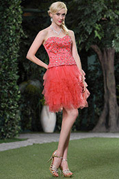 Robe de cocktail sans bretelle corail-rouge en tulle multichouche (C35143457)