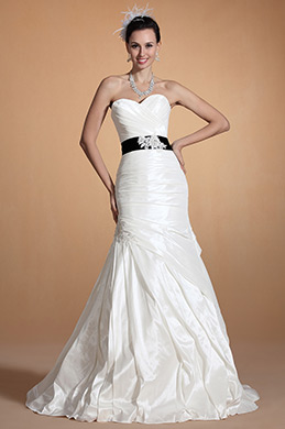 Lovely Sweetheart Neck Fitted Bodice Wedding Gown (C37144207)