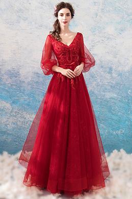 Красное вечернее платье с V-образным вырезом (36198302)