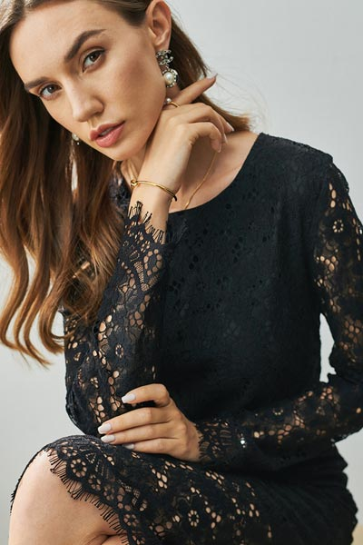 Black Round Neckline Long Sleeves Lace Party Dress (T003000)
