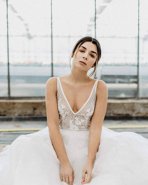 Weiß V-Ausschnitt Hochzeit Abendkleid